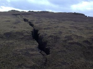 Closing of the site of Valahnúkur following the appearance of a crevasse - images safetravel.is - a click to enlarge