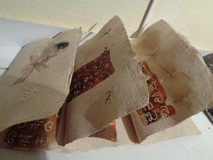 Bon retour quand sur du papier de pousse de bambou  et papier fait de 4 végétaux divers