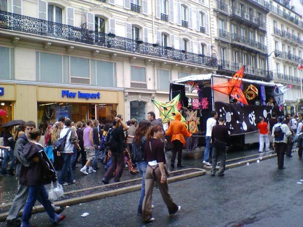 Quelques photos de la Techno Parade parisienne, septembre 2005. Images copyright@al1web.