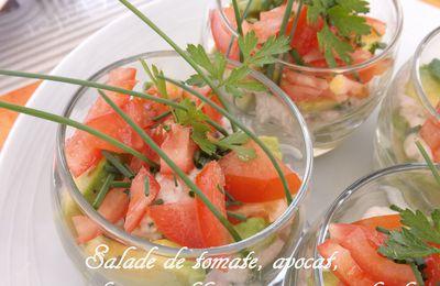 Verrine de tomate et avocat, sauce au fromage blanc citronné et ciboulette