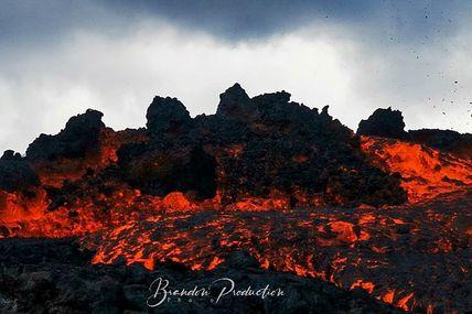 J'ai de la chance d'avoir photographier l'un des volcans les plus actifs au monde en éruption du 7 au 8 décembre 2020.  Troisième Éruption de l'année 2020