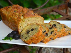 Cake au thon, emmental et olives noires