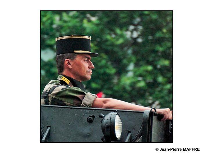 Un aperçu de l'Armée Française avec, entre autres, la Patrouille de France, la Marine, l'Armée de terre, la Légion Etrangère comme si vous y étiez. Paris, les 14 juillet 2010.