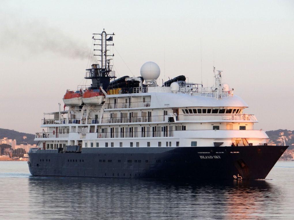 ISLAND SKY , arrivant dans le port de Toulon le 11 mai 2018