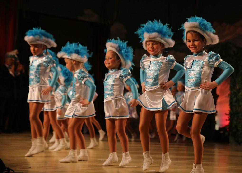 Vom 90köpfigen Gardenachwuchs der TSG tanzten sich als erstes die 19 niedlichen Tanzmäuse im Kindergartenalter in die Herzen der Zuschauer.