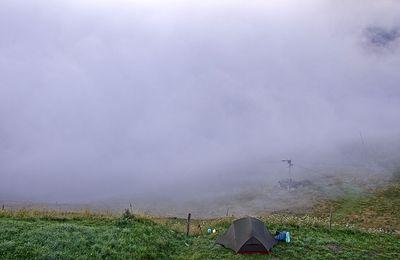 Luchon-Superbagnères : quand tu plantes ta tente... devant la webcam !