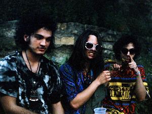 night beats, un trio rageur venu de seattle pour un psyché-rock joué dans les règles de l'art envoûtant et hypnotique