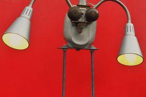 Création et recyclage d'une lampe robot: une revisite de la statue de la liberté