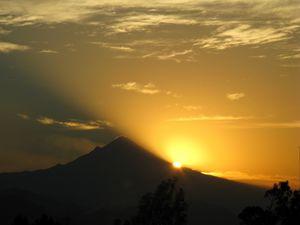 Double retard ce matin pour le lever de Soleil derrière le Popocatepetl