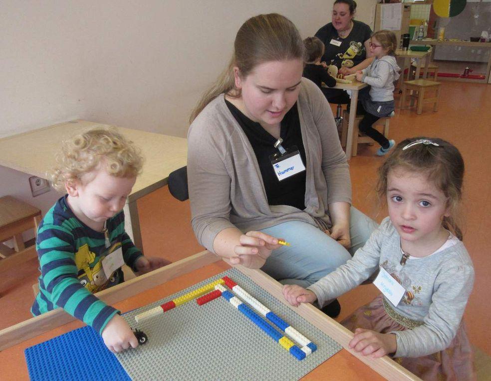 Spielzeit für die Kinder während der Elternzeit.