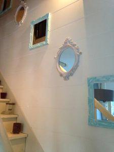 Je donne du cachet à des miroirs en plastique