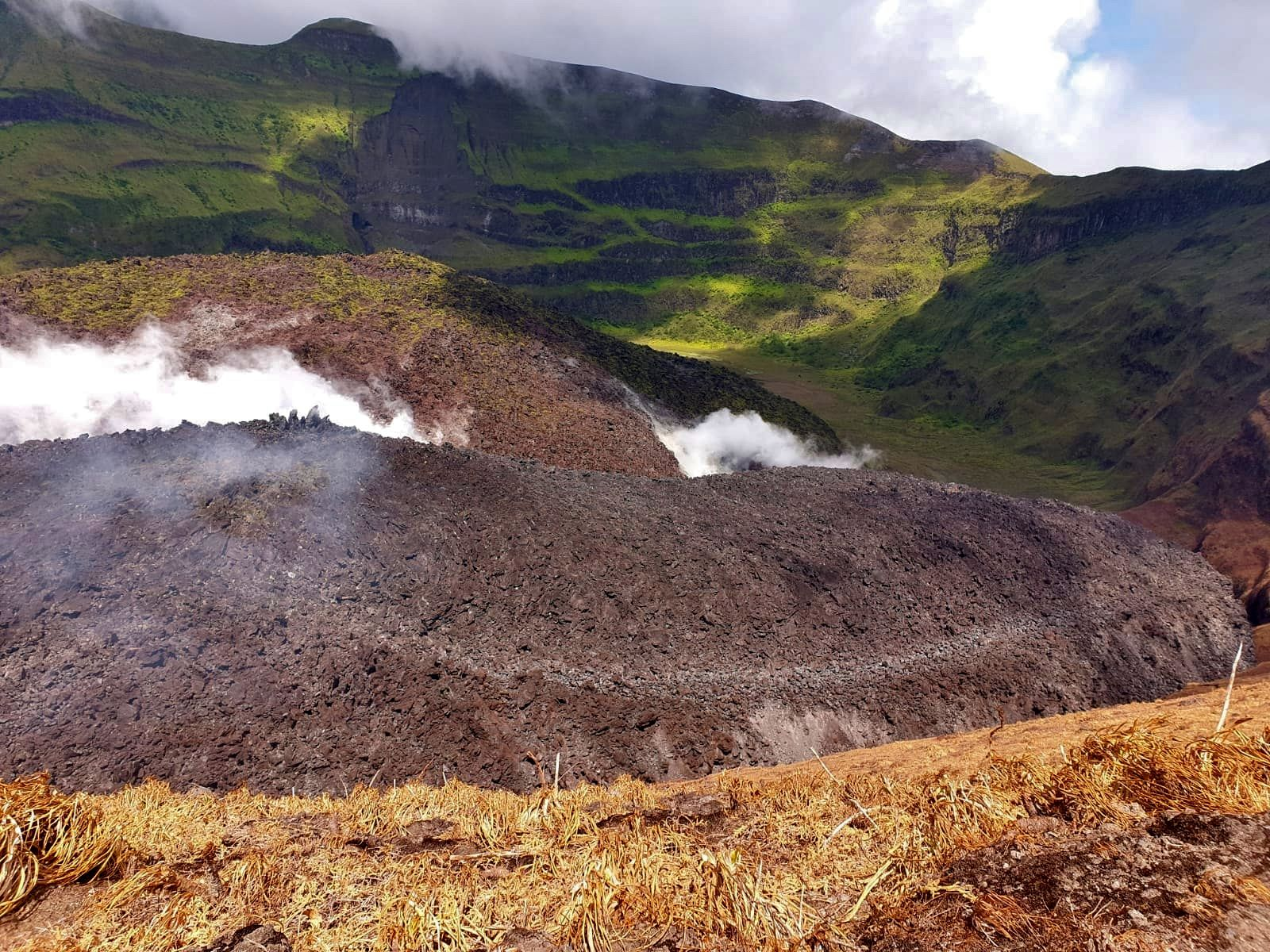 Soufriere of St. Vincent - partial view of the new lava dome on 23.03.2021 - photo NEMO