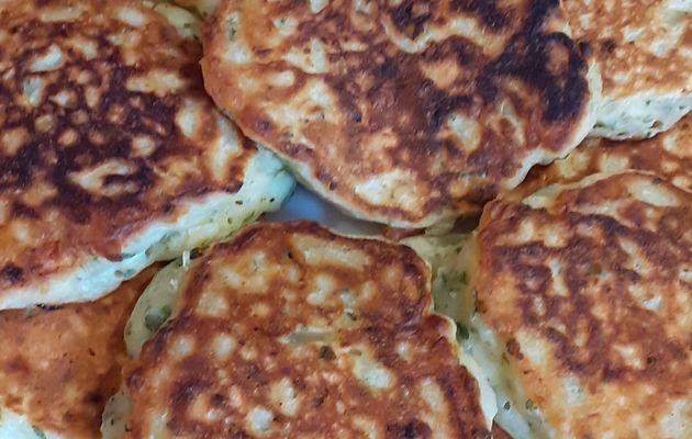 Pancakes de pommes de terre et chèvre frais