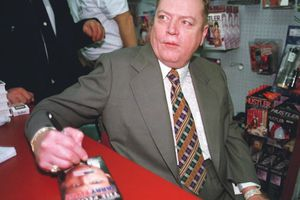 Hustler founder and First Amendment battler Larry Flynt dies