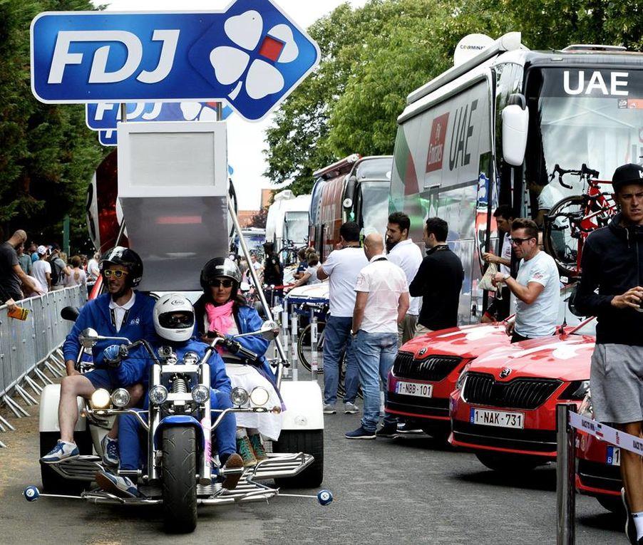 La caravane Tour de France 2017 pour la dernière étape