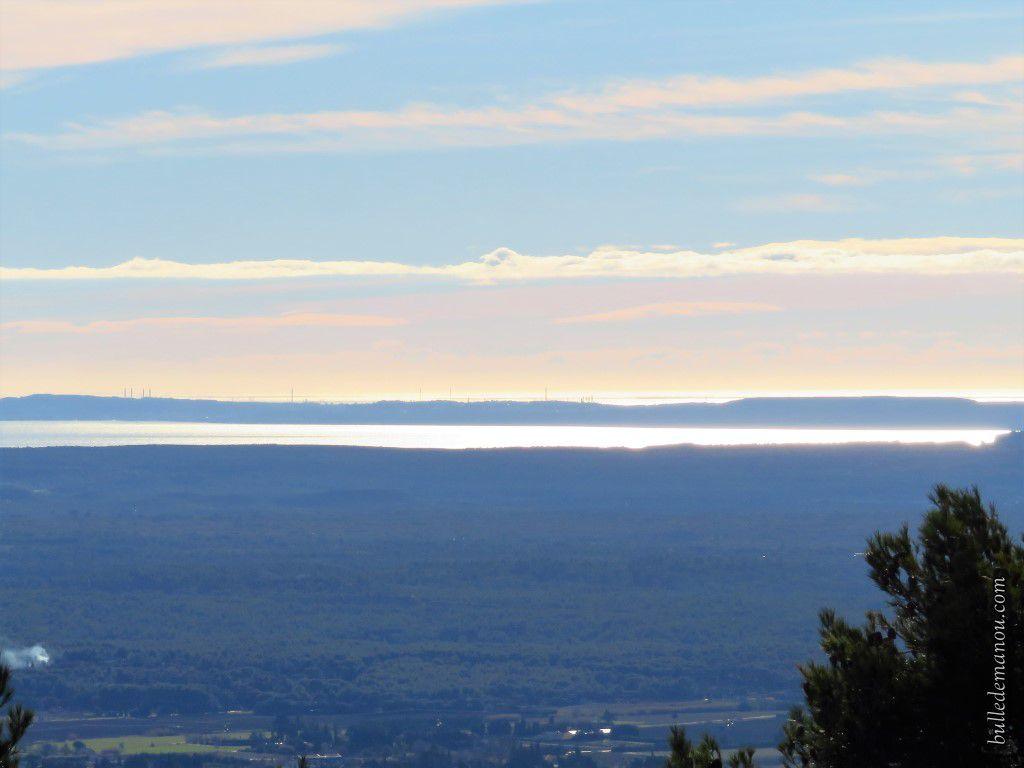 L'étang de Berre et Fos-sur-mer au loin
