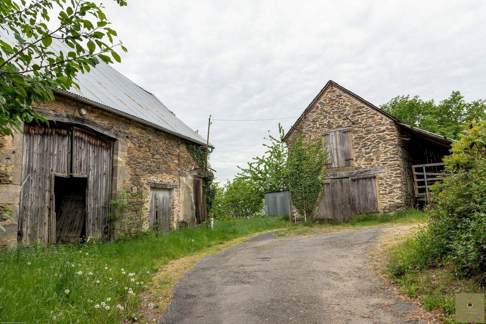Village de la Rochette et le sentier du pont celtique, commune de Donzenac