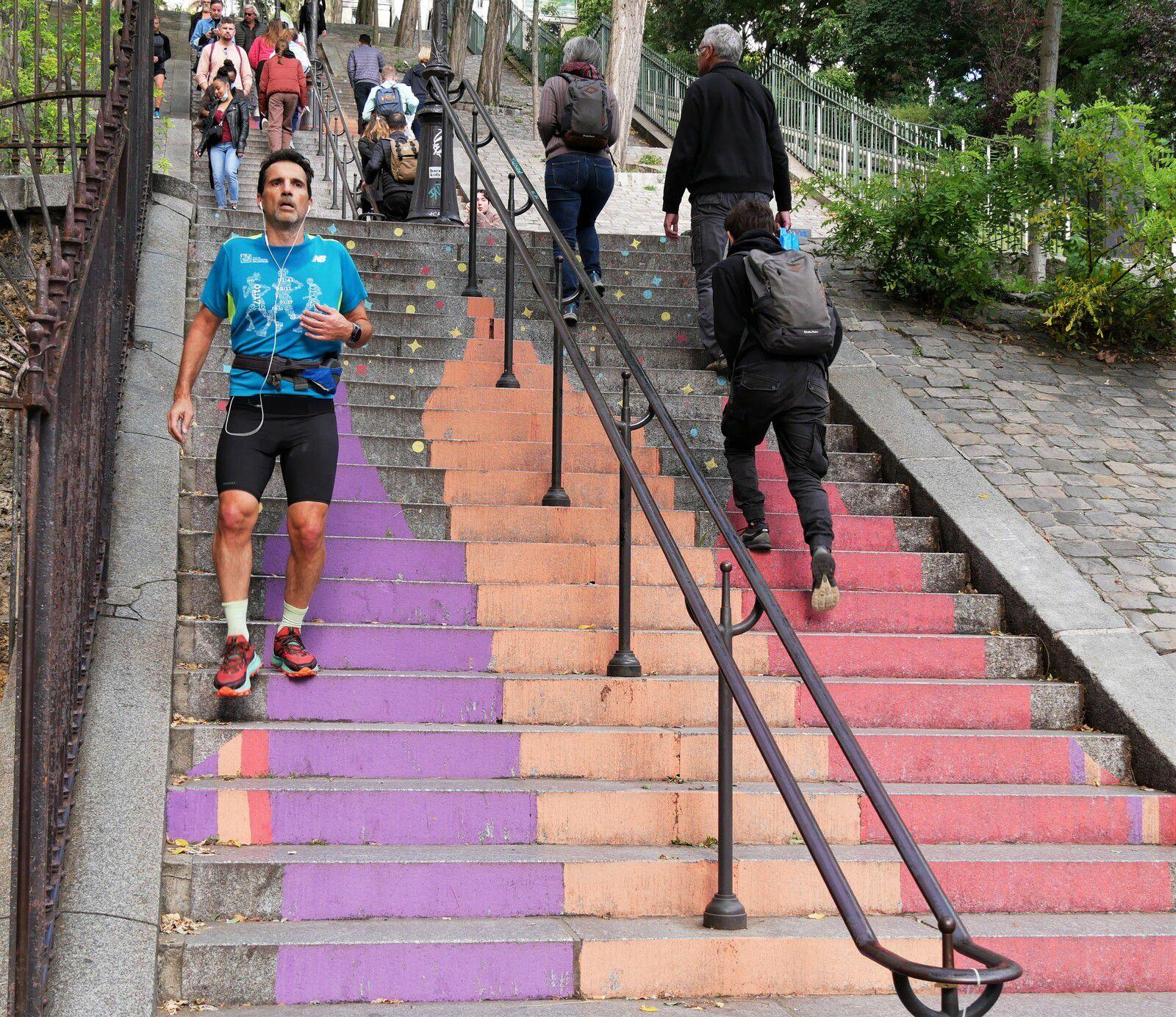 Les escaliers peints par les petits des écoles pour la fête des Vendanges 2021 à Montmartre  ( ruesFoyatier, Barsacq, Gabrielle, Mont-Cenis, Becquerel)