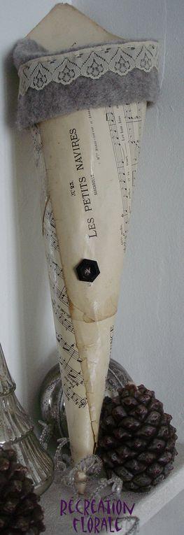Cornets réalisés en grillage, papier musique, papier peint ou torchon ancien... Y glisser à l'intérieur hortensia, anthurium, branche de rosier...