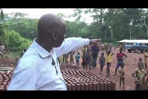 PASCAL BIDA KOYAGBELE LE PAYSAN CENTRAFRICAIN CONSTRUIT UNE ECOLE POUR LES ENFANTS