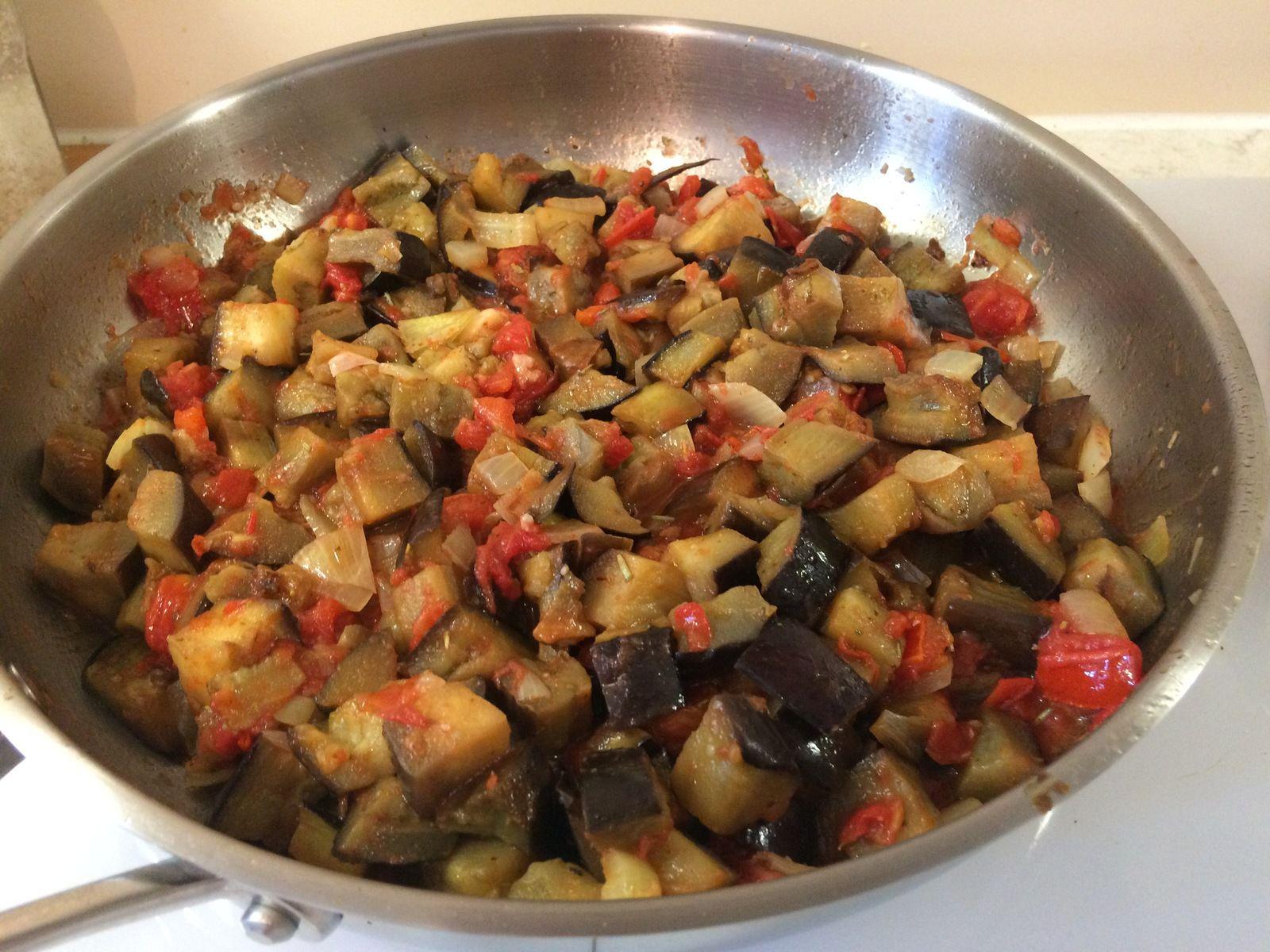 ...on y ajoute les cubes d'aubergines et on cuit encore environ 5 mn.