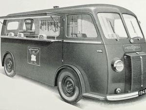 4 formules  d'utilisation du fourgon du Chenard & Walker CPV d'près guerre selon 4 déclinaisons de carrosserie : fourgon tôlé idéal pour les artisans - camionnette expo-vente pour les commerçants faisant les marchés et du porte à porte - Ambulance  - Minibus ou van  pour transporter jusqu'à 14 personnes.