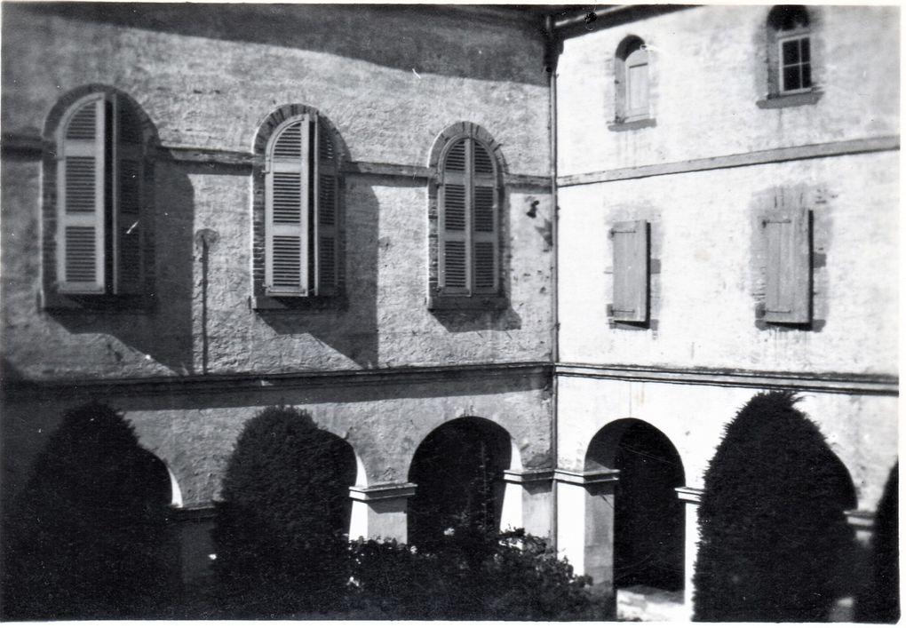 Le cloître du Carmel d'Albi à la fin des année 40 (Coll. Carmel d'Albi) et de nos jours