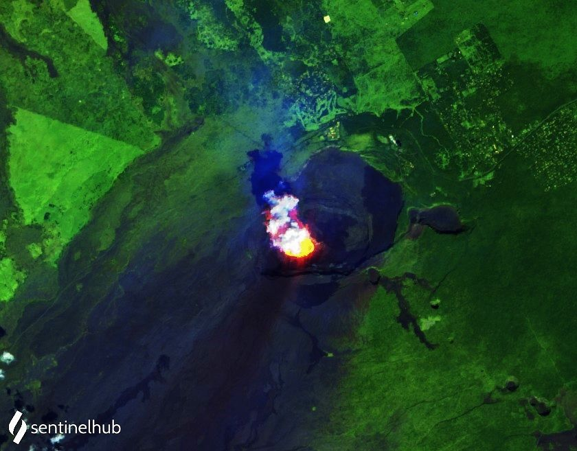 The island of Hawaii and its volcanoes (hot spot at Kilauea summit) on 12/23/2020 and zoom on the crater of Halema'uma'u, with its growing lava lake, topped by a plume of gas and ash (and its shadow) - image Sentinel-2 L1C bands 12,11,4 - one click to enlarge