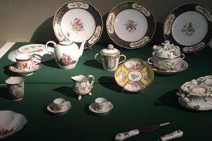 Restitution de 17 objets d'art spoliés, faisant partie des œuvres dites Musées nationaux Récupération (« MNR »), aux ayants droit de Lucy Jonquet