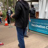"""Manque-t-on vraiment de """"recul"""" sur les vaccins contre le Covid-19 ?"""