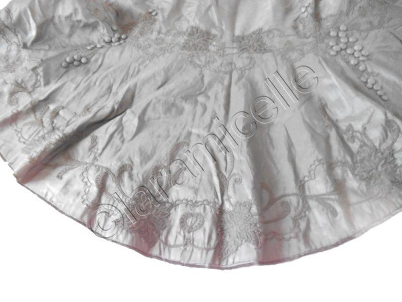 robe du XIXème siècle : photos du petit balai
