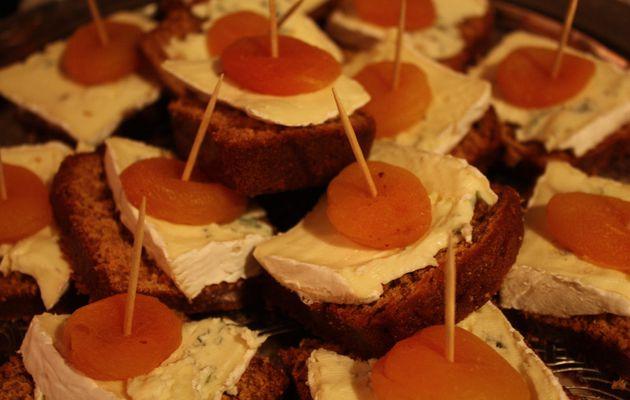 Apéritif dinatoire #12 - Canapé au pain d'épices, bleu et abricot séché
