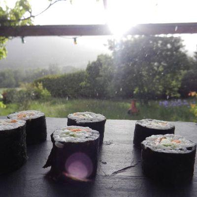 Des sushis sous la pluie
