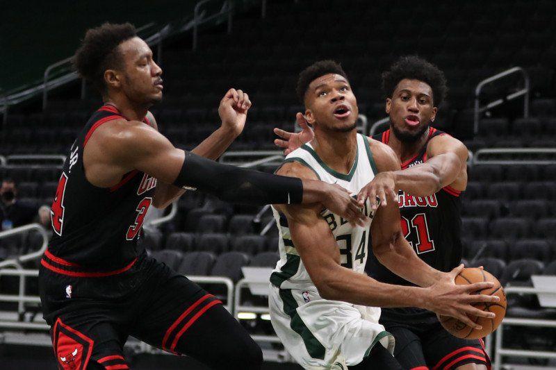 Giannis Antetokounmpo mène Milwaukee à une large victoire face aux Bulls