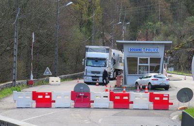 Terrorisme : au Perthus, Emmanuel Macron annonce le doublement des forces de contrôle aux frontières