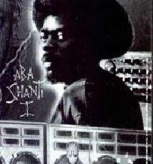 aba shanti-I, il découvre la foi rastafarienne et créé son propre sound system, le grand maitre du dub