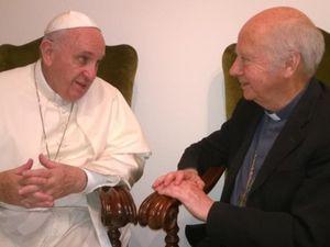 Le pape François et Mgr Jacques Gaillot au Vatican, mardi 1er septembre 2015. Photo prise avec le portable du P. Daniel Duigou. Daniel Duigou à Skoura