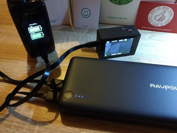 avis sur la batterie externe RAVPower Série Xtreme 26.8000 mAh Powerbank 3 ports USB iSmart 2.0 @ Tests et Bons Plans