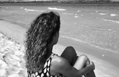 """Valérie Velle présente son ouvrage autobiographique """"Les yeux tournés vers la mer"""""""