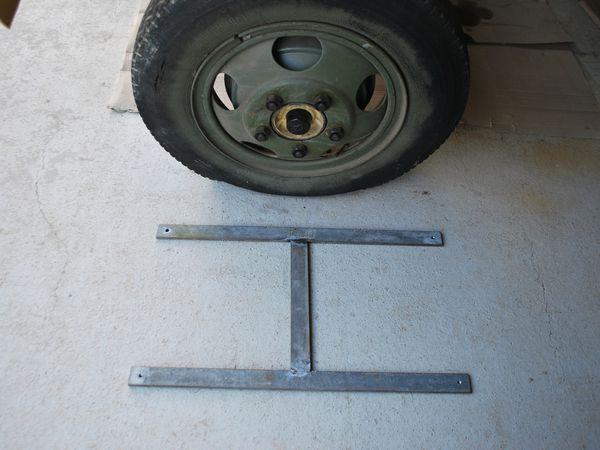 Crédit Photos : Alain Chaussade -H métallique support de roue de secours - cadre u 35 x 35 et vissage du plancher - plat d'usure sur plancherr