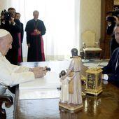 Le pape François et Emmanuel Macron, une longue et chaleureuse rencontre