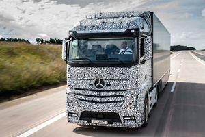 Un camion Mercedes qui roule tout seul dès 2025 ?