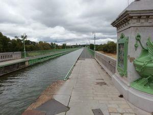Pont canal de Briare construit par la société EIFFEL