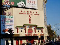 Chinatown, l'un des quartiers les plus connus de New York, une vraie porte du temps qui permet de passer d'un pays à l'autre...