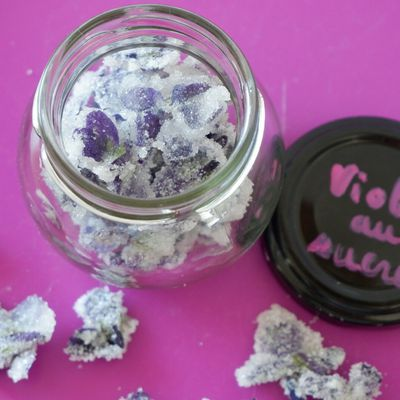 Faire ses violettes cristallisées au sucre