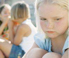 Tanto la família como la escuela pueden establecer reglas para evitar el acoso escolar