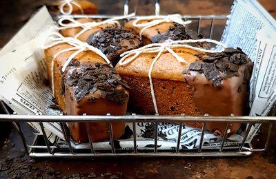 Petits cakes aux dattes à la farine torréfiée