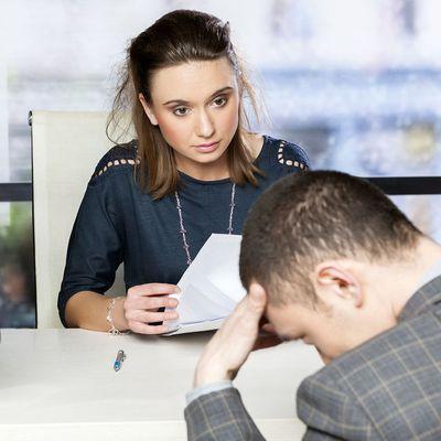 Descubre que gestos no debes realizar en una entrevista de trabajo