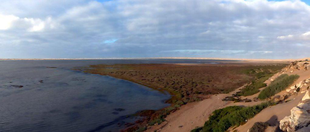 La lagune et les baraques de pêcheurs.