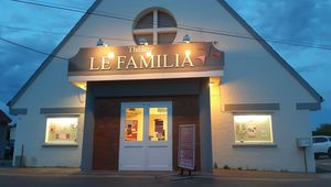 AU FAMILIA THEATRE CE WEEK END